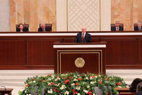 Лукашенко рассказал о зарплатах по 1000 долларов