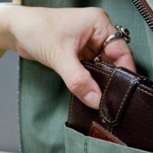 Собутыльница украла из кармана друга 5000 российских рублей