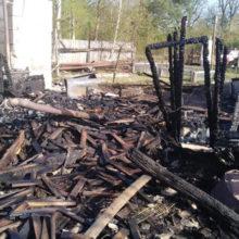 В Гомельском районе, пытаясь потушить пожар, пострадал мужчина