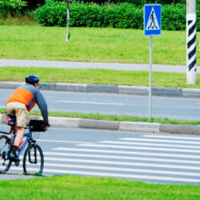 Велосипедисты смогут пересекать пешеходные переходы на велосипеде