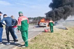 Видеофакт: на трассе в Гомельском районе сгорел Mercedes