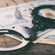 Внучка украла у бабушки почти 9 тысяч долларов