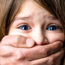 Братья-педофилы годами насиловали девочку и попались 40 лет спустя
