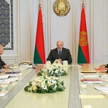 Лукашенко собрал совещание по экономическим вопросам