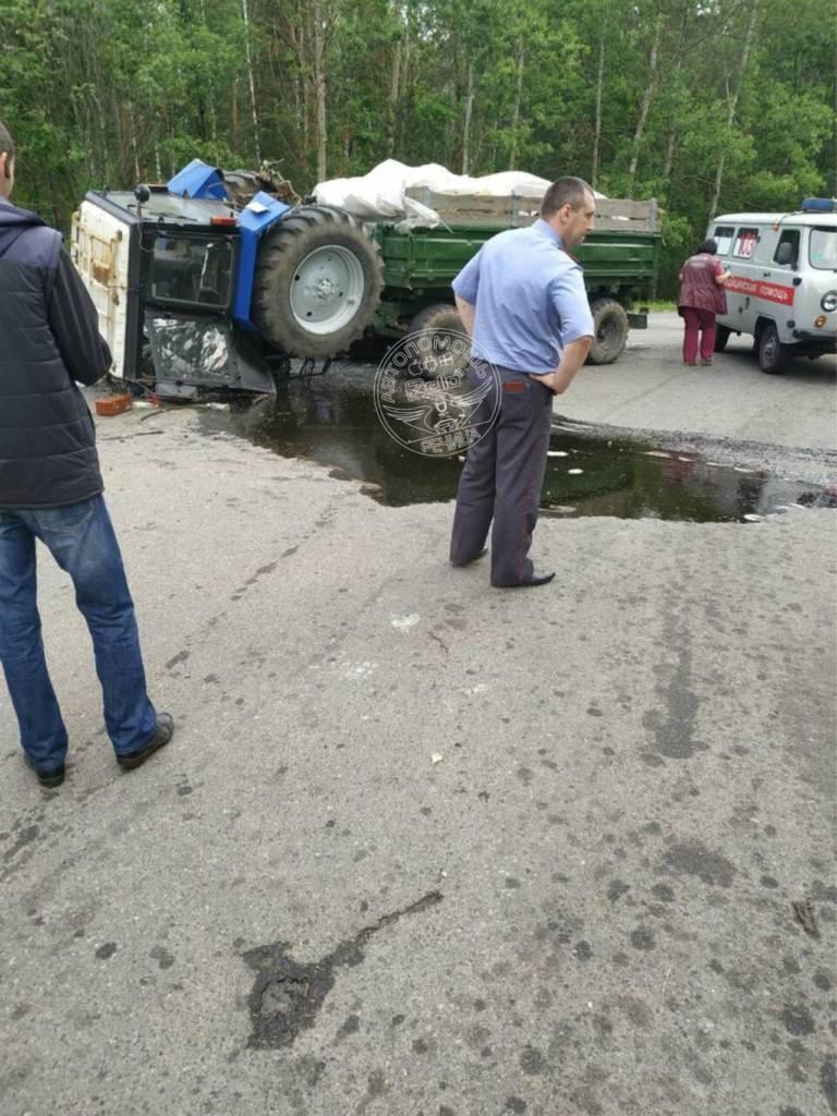 Авария под Речицей: внедорожник протаранил трактор