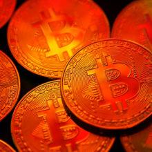 Стоимость биткоина превысила $8000 впервые за 10 месяцев