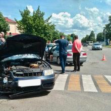 В Калинковичах Volkswagen не пропустил BMW, есть пострадавшие