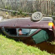 В Лельчицах, опрокинувшись в канаву, чуть не утонул водитель
