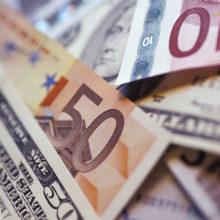Белорусский рубль на торгах 3 июня ослаб к трем основным валютам