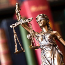 Лукашенко освободил от должности двух судей за проступки