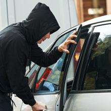 Пытаясь угнать авто, житель Светлогорска оставил в нем свои документы