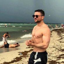 Сергей Лазарев улетел к океану с молодым человеком