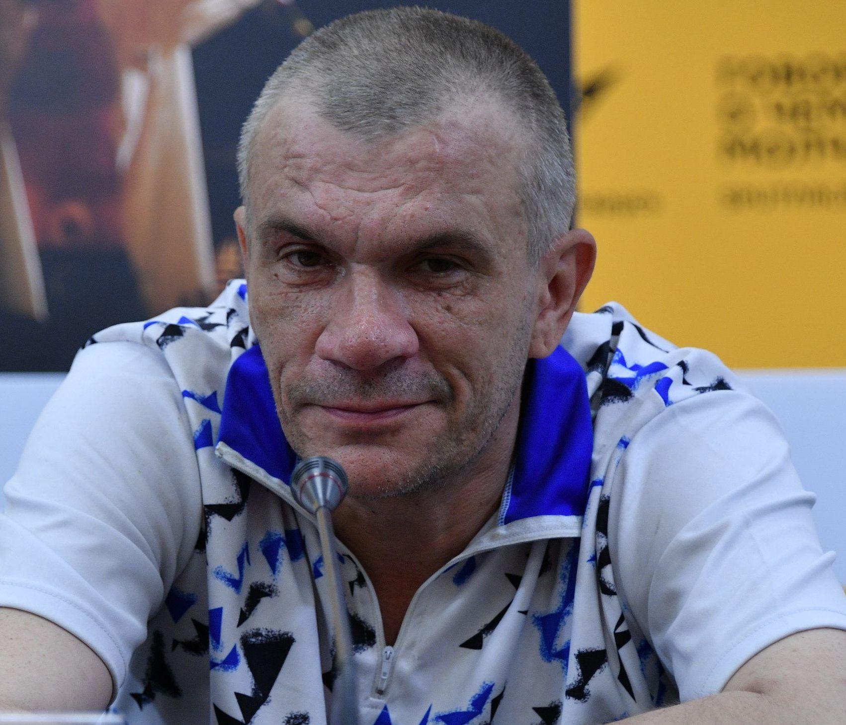 Солист группы Neuro Dubel Юрий Наумов
