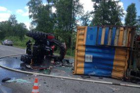 В Петриковском районе водитель уснул за рулем и врезался в трактор
