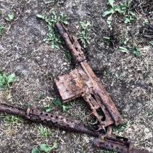 Житель Светлогорского района выкопал винтовку времен ВОВ и она выстрелила