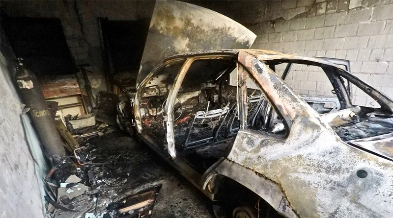 сгорело три автомобиля