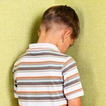 В Пинске охранник 4 часа держал мальчика в подсобке магазина