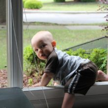 Трехлетний воспитанник детсада в Лунинецком районе выпал из окна