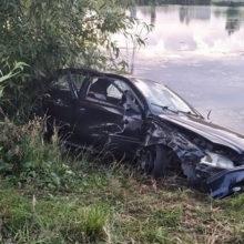 Автомобиль в Гомеле вылетел с дороги и едва не утонул в карьере