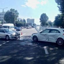 ДТП в Гомеле: столкнулись Mercedes и Mitsubishi, есть пострадавшие