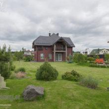 Белорусский футболист продает дом на берегу Минского моря за 800 тысяч долларов