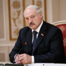 Лукашенко: вопреки прогнозам «знатоков», не собираюсь опять хватать кресло