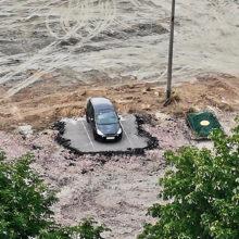 Нашлись владельцы авто, которые мешали строить «МакДональдс» вГомеле