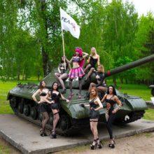 Стриптизерши в Гродно сделали откровенное фото на Кургане Славы