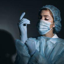 В частной клинике экономист под видом врача делала аборты подросткам