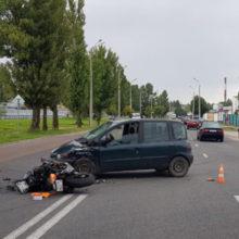 ДТП в Гомеле: Fiat не уступил дорогу байкеру, последний перелетел через авто