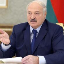 Лукашенко потребовал от аграриев пахать день и ночь