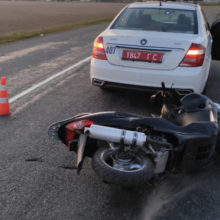 Пьяный скутерист врезался в машину ГАИ в Гомельском районе