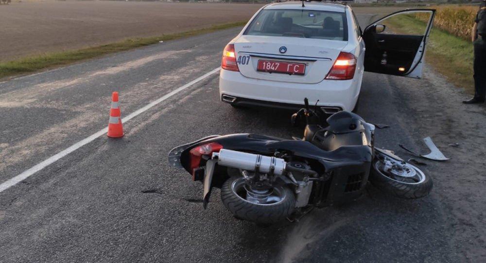 Пьяный скутерист врезался в машину ГАИ