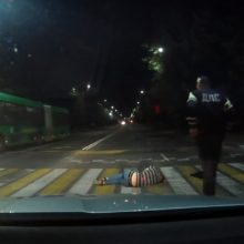 ВСолигорске мужчина уснул прямо напешеходном переходе