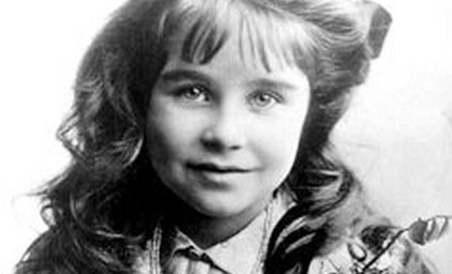 Елизавета Боуз-Лайон в детстве