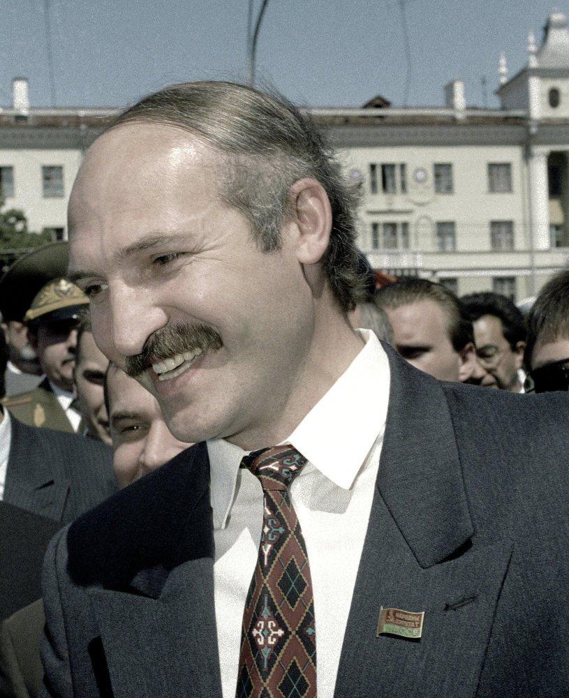 Александр Лукашенко в начале карьеры