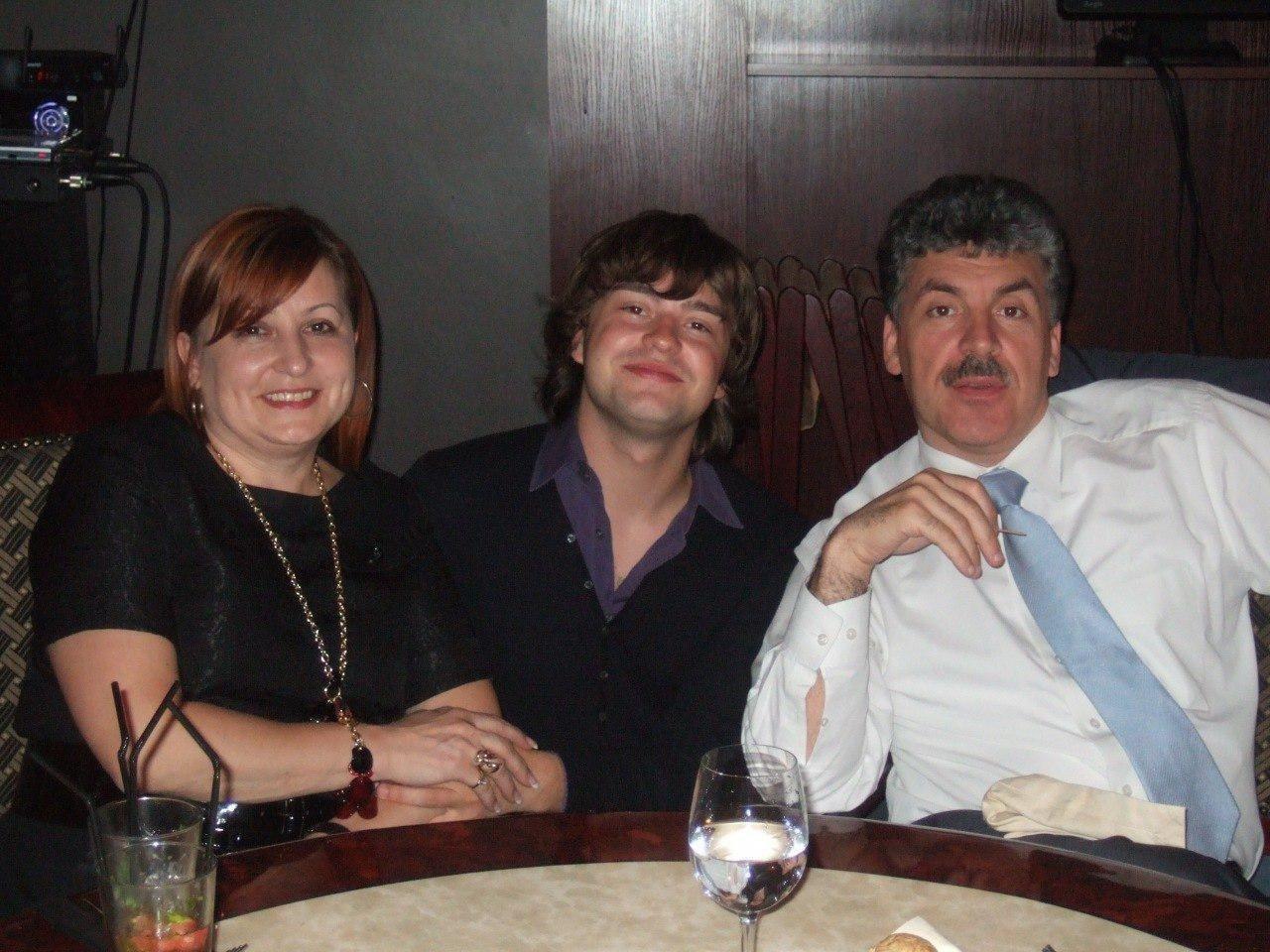 Павел Грудинин, его жена Ирина и сын Антон