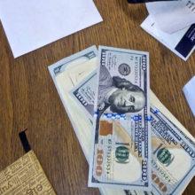 Житель Калинковичей вынес из чужого дома рюкзак с крупной суммой денег