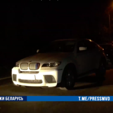 В Гомеле трое неизвестных похитили девушку на её BMW X6