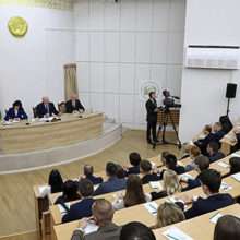 «Учитель с учеником сидит нога за ногу и курит» — Лукашенко раскритиковал школы