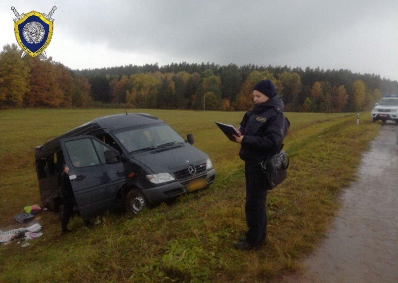 В Беларуси маршрутка с пассажирами вылетела в кювет