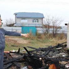 В Хойниках милиционеры спасли мужчину на пожаре