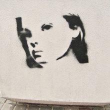 «Жизнь дороже». Секрет таинственных граффити в Гомеле