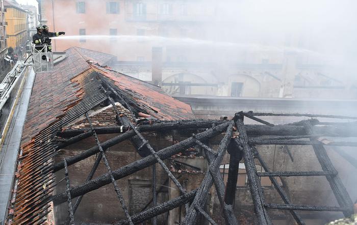 горит историческое здание