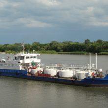 Белорусские нефтяники тестируют доставку автомобильного топлива по реке