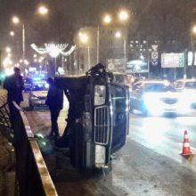 ДТП в Гомеле: Mercedes врезался в забор и перевернулся