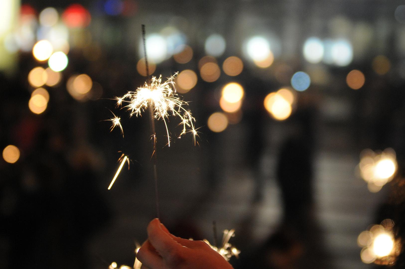 бенгальские огни фото новый год сама лев