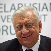 Сенаторы приняли отставку Мясниковича
