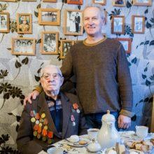 Фотофакт: в Гомеле вручили паспорт 100-летнему ветерану ВОВ
