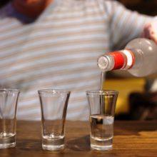 Гомельчан просят рассказать о соседях, которые пьют тихо, но много